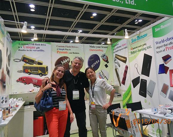 Sino-Memory meeting clients at fair