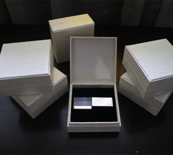 Crystal with gift box